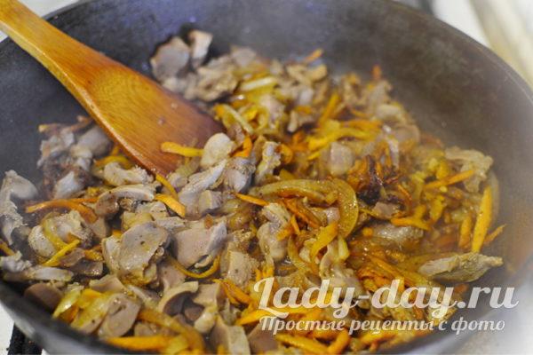 овощи с желудками тушить в соусе