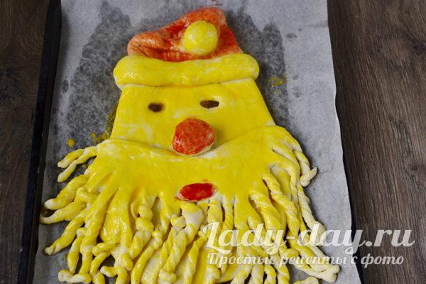 смазать желтком пирог