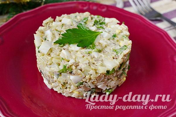 салат из сайры консервированной с рисом и яйцом
