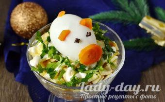 """слоеный салат """"Новогодний"""" с курицей, корейской морковкой и яичными блинчиками"""