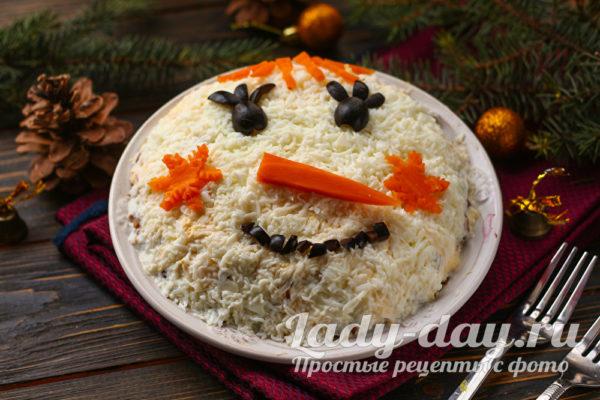 украсить салат в виде снеговика