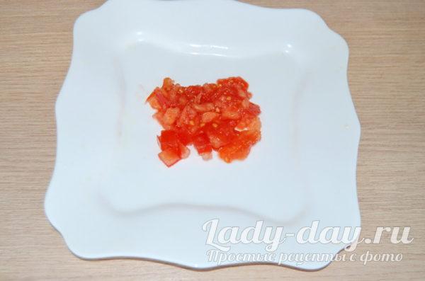 нарезать помидор