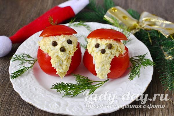 Дед Мороз из помидоров