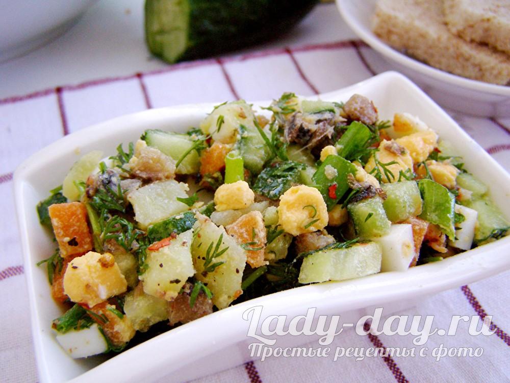 салат с шпротами и огурцом свежим