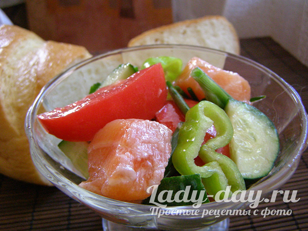 Салат с малосольной семгой, рецепт с фото