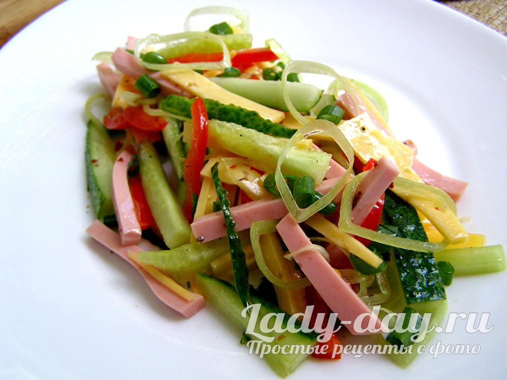 Салат с колбасой и сыром и свежим огурцом рецепт