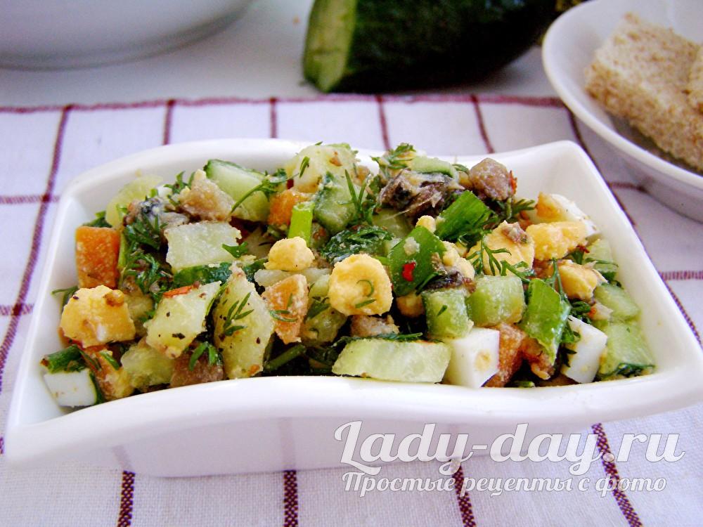 салат со шпротами и свежим огурцом