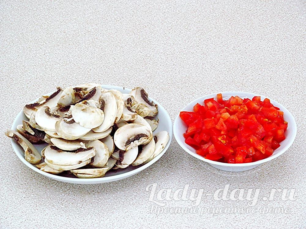 грибы и помидор