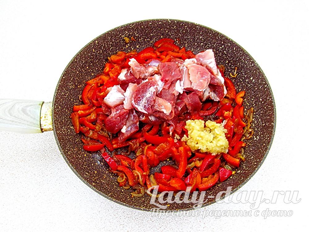 мясо и чеснок