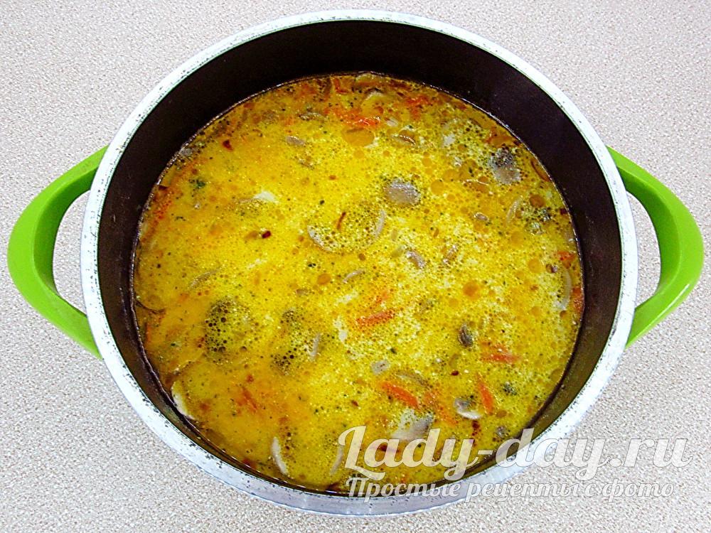 готовый суп с грибами и сливками