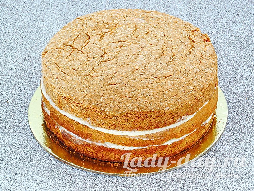 собрать бисквитный торт