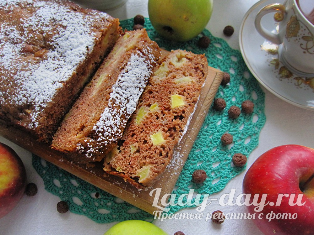 Шоколадный кекс с яблоками