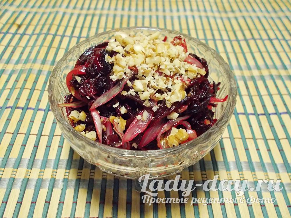 Салат из свеклы простой и вкусный с грецкими орехами