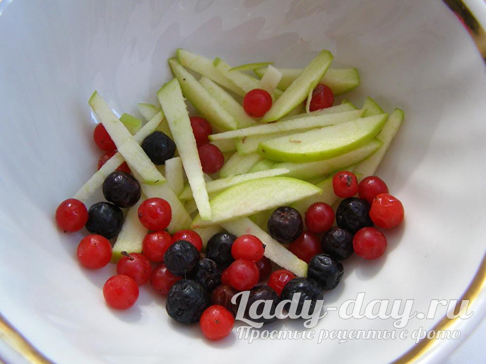 ягоды и яблоко