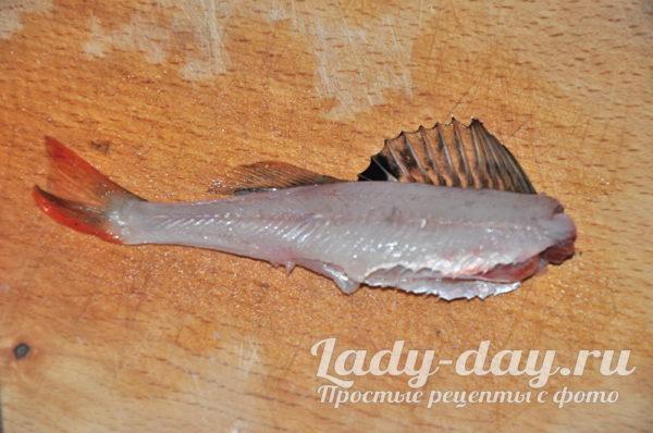 вычистите рыбу