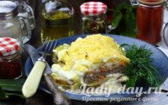 Мясо по-французски с картофелем, помидорами и сыром