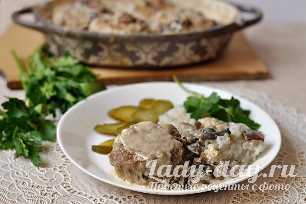 Благодаря соусу, тефтельки получаются сочными, нежными, со сливочно-грибным вкусом и ароматом.