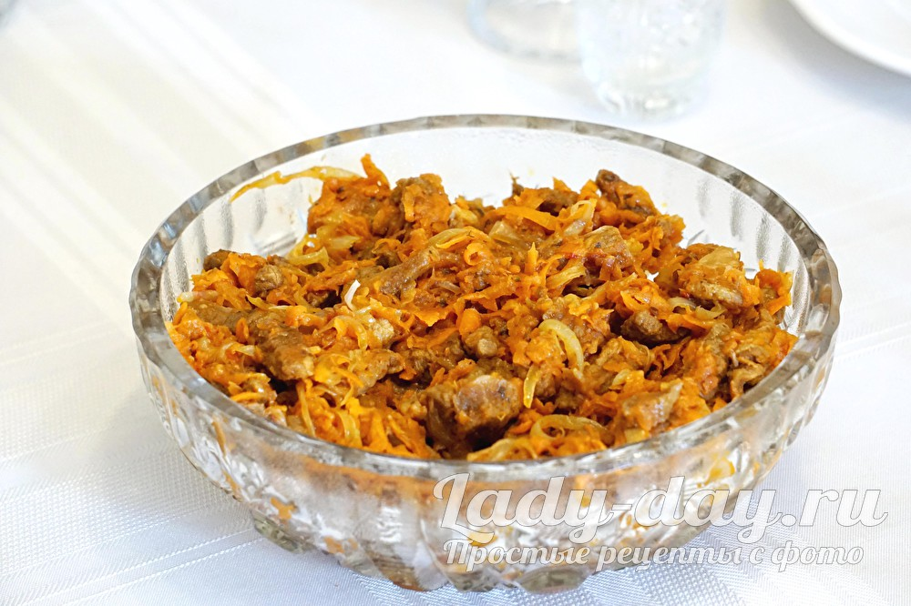 салат из мяса говядины, моркови и аджики