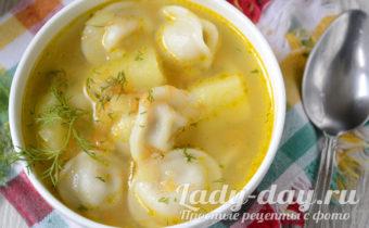 Суп с пельменями и картошкой