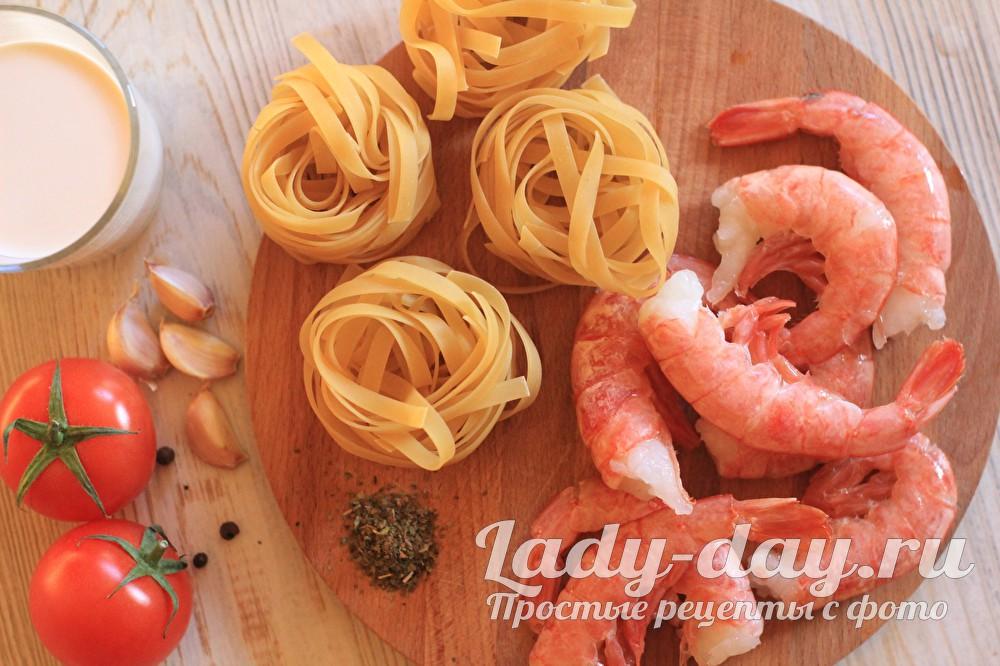 макарон и креветки