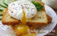 яйцо пашот на гренках