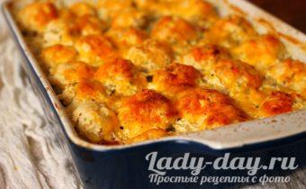 Картошка с котлетами в духовке в сметанном соусе