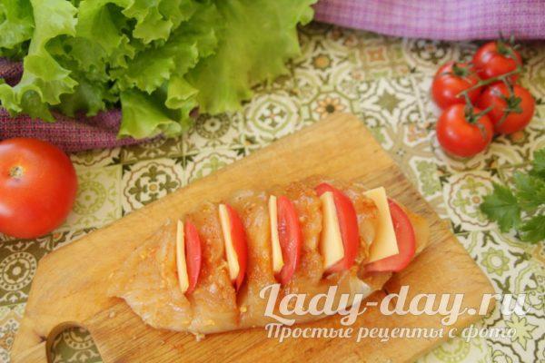 начиняем помидорами и сыром