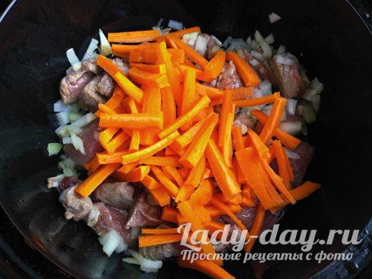 кладем морковь