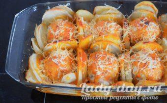Тефтели с картошкой в духовке, в сметанном соусе