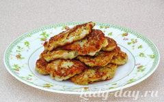 Оладьи из куриного филе и кабачка