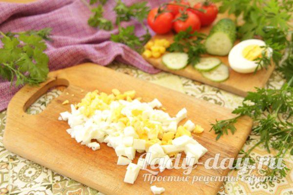 вареное яйцо на салат