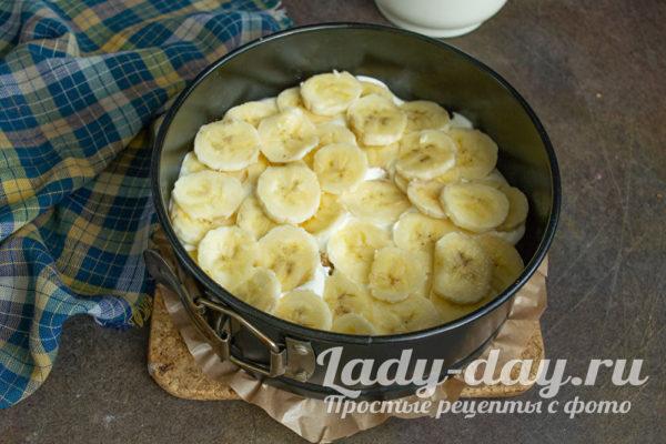 кладем резаный банан