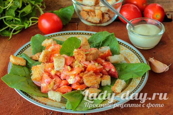 салат с томатами и сыром