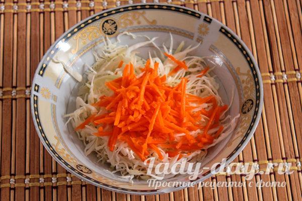 добавляем тертую морковь