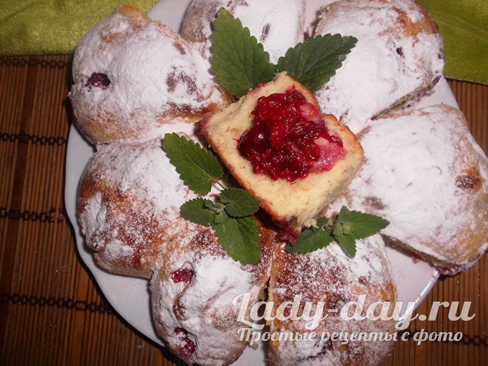 Пирожки с ягодами из дрожжевого теста в духовке