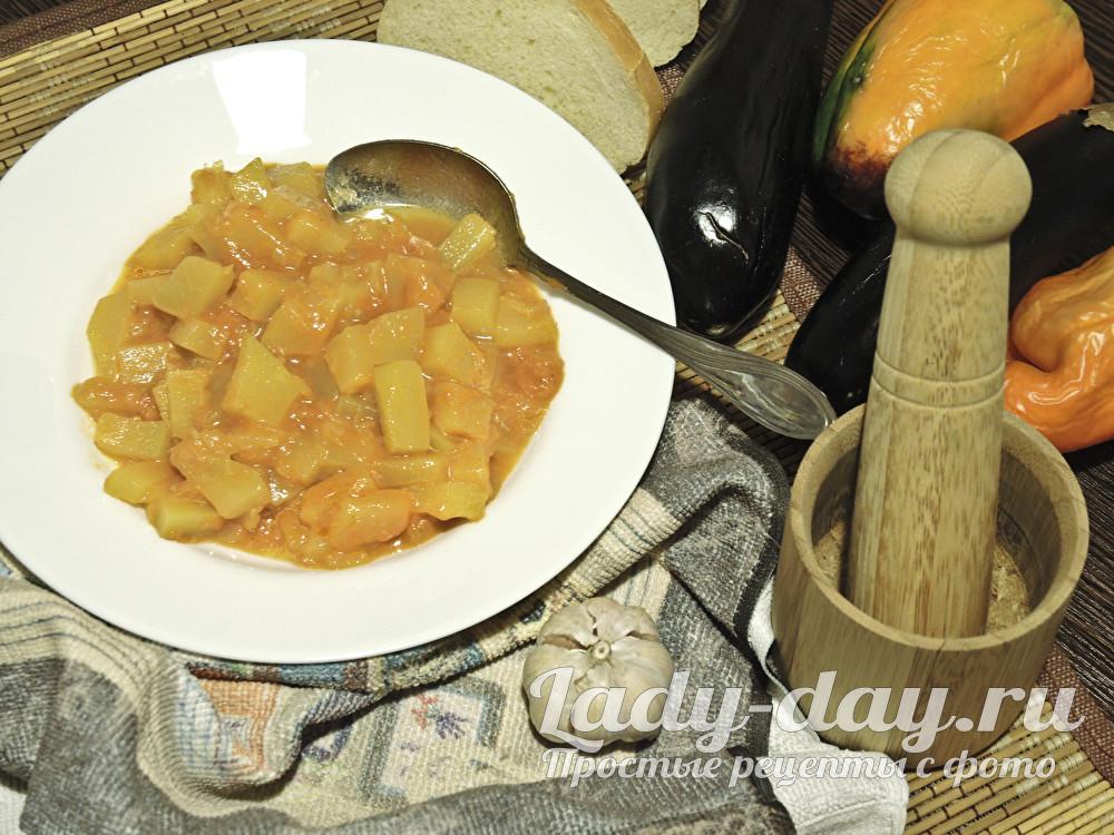 Тушеные кабачки с помидорами и чесноком на сковороде