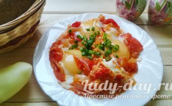 как приготовить яичницу с помидорами на сковороде