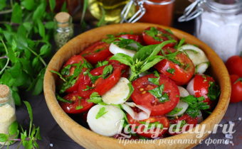 Закуска из помидоров с луком