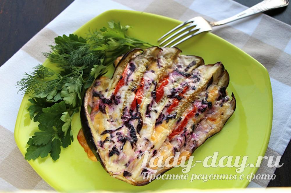 Веер из баклажана с помидором и сыром в духовке