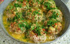 Тефтели в сметанном соусе на сковороде рецепт с фото