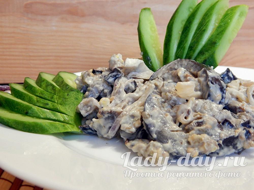 Салат из баклажанов с яйцом, майонезом