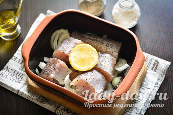 слой рыбы на луке