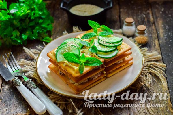 слоеный салат с крекерами