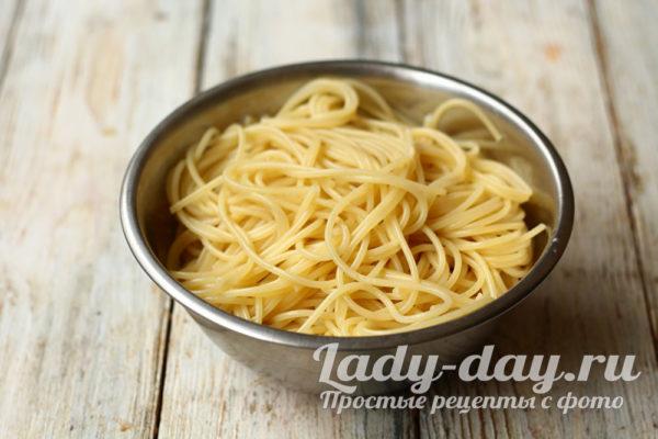 отваренные спагетти