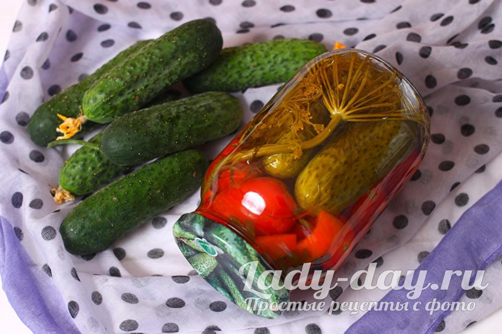 ассорти из огурцов помидор и перца