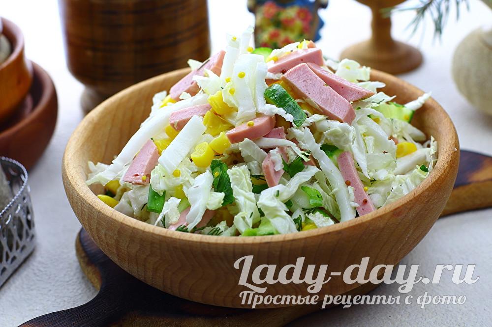 Салат из пекинской капусты с колбасой, огурцом и кукурузой