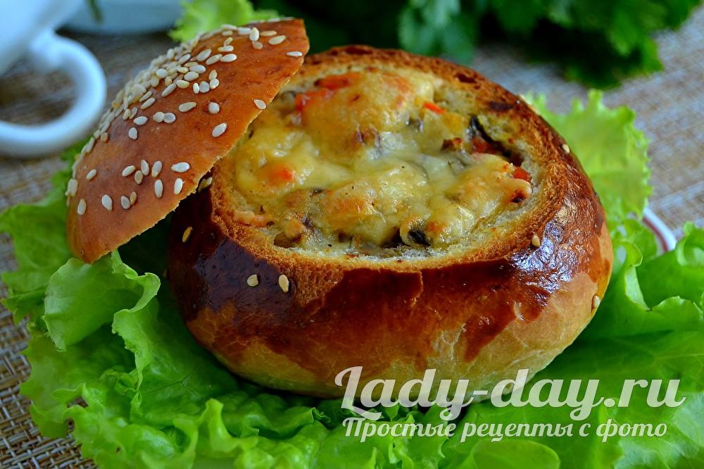 жульен в булочке с курицей и грибами