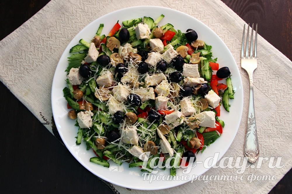 Салат с курицей, грибами и сыром рецепт