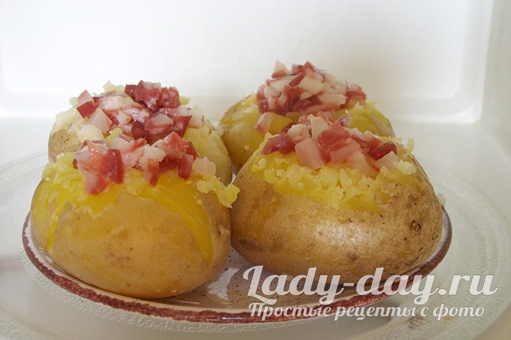 картошка с колбасой в микроволновке