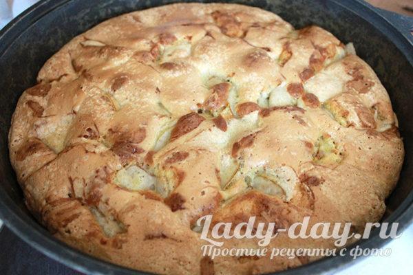шарлотка в духовке с яблоками и грушей